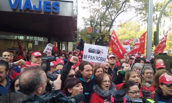 Pablo Iglesias con los trabajadores de 'Coca-Cola en lucha'